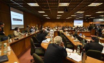 Foto de archivo. La comisión que investiga las compras en Turismo recibe a varios jerarcas y exjerarcas desde este lunes