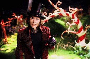 Johnny Depp en Charlie y la fábrica de chocolate (2005) la adaptación más reciente de la obra de Dahl