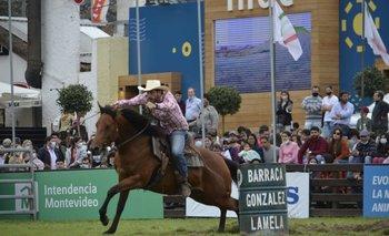 Bela Smarvel, de El Albardón, con Juan Ache como jinete y en la prueba de barriles.