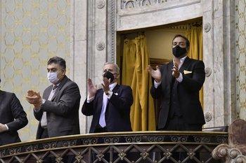 Alfie, Damiani y Ruglio aplauden desde el palco