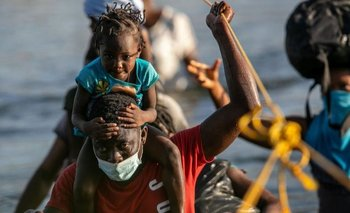 Claves para entender por qué están llegando miles de haitianos a Estados Unidos