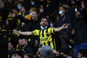 Los hinchas de Peñarol se hicieron sentir en el Campeón del Siglo