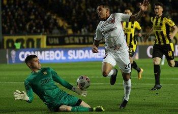 Dawson se queda con un remate de gol de Terans