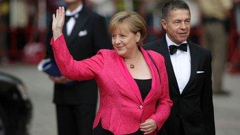 Merkel se ha caracterizado por el pragmatismo. En la foto, aparece con su marido, Joachim Sauer