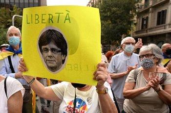 Manifestación frente al consulado de Italia en Barcelona