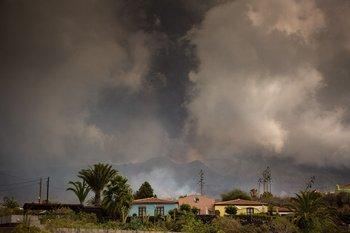 La lava del volcán La Palma se intensificó este viernes