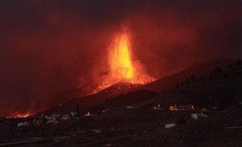 La actividad del volcán Cumbre Vieja se intensificó este viernes.