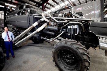 Uno de varios vehículos extravagantes.