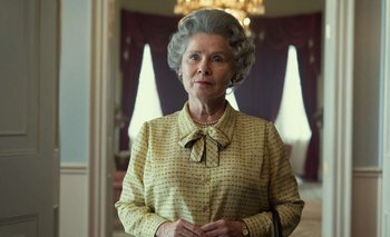 Imelda Staunton como la reina Isabel