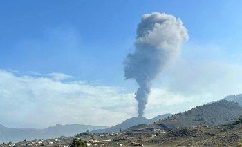 El Volcán Cumbre Vieja volvió a escupir cenizas