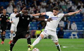 Federico Valverde lucha con Adama Traore