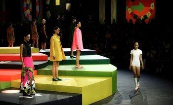 Los colores vibrantes y las formas geométricas tomaron la colección de Dior