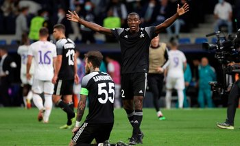Los jugadores de Sheriff celebran la victoria ante Real Madrid