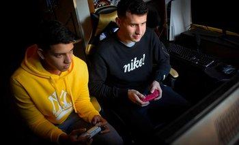 Rey y Wilkins jugando FIFA 22