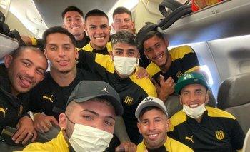 Con una selfie en el avión, directo a Brasil