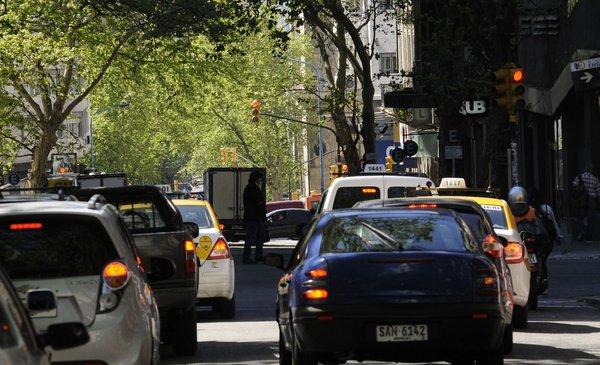 La venta de vehículos 0 km encadenó nueve meses de caída