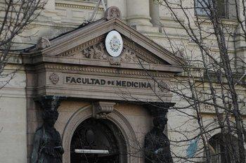 Fachada de la Facultad de Medicina, Montevideo