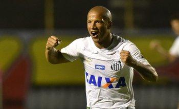 Carlos Sánchez anotó de penal en el triunfo de Santos