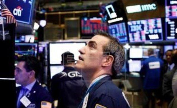 Wall Street cerró en caída; desplome de grandes tecnológicas