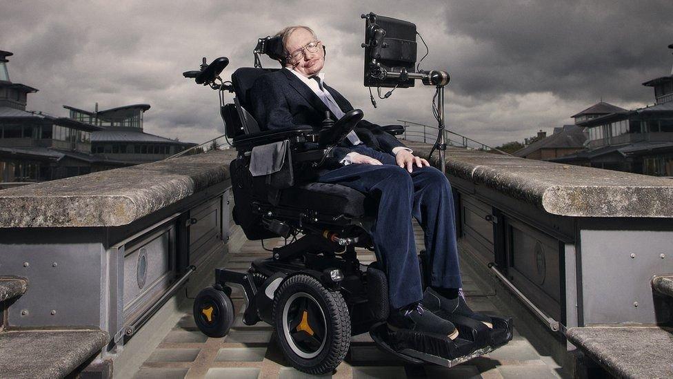 Publican último ensayo de Hawking sobre estudio de agujeros negros