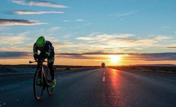 De Alaska a Tierra del Fuego en bicicleta: un hombre batió el récord mundial en 84 días