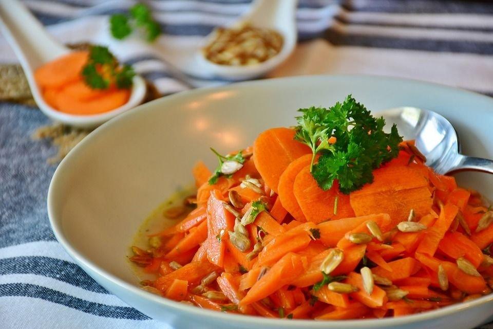 Ensalada de pepino y zanahoria.