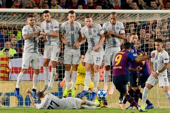 El remate de Suárez que Brozovic le tapó en el piso