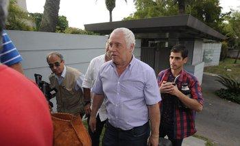 Dirigentes sindicales lácteos llegando al encuentro con el presidente Vázquez