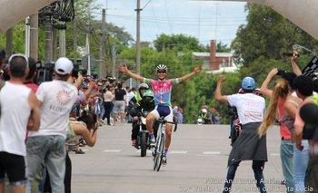 La llegada de Eric Fagundez en la Vuelta de los Puentes