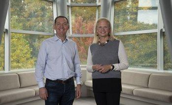 Jim Whitehurst, CEO de Red Hat y Ginni Rometty, CEO de IBM