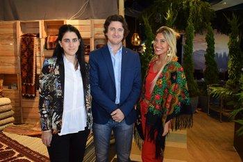 Johana y Nicolás Caraptsias y Lucia Bemaor