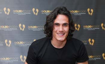 Cavani con su premio Golden Foot