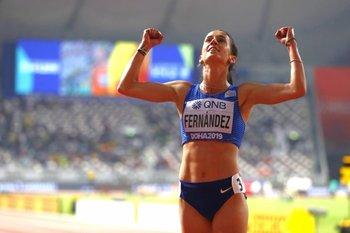 Pía Fernández celebra su nuevo récord nacional en el Mundial de Catar
