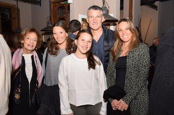 Olga Loyarte, Magdalena, Federica y Carlos Nicola y María Noel Silveri