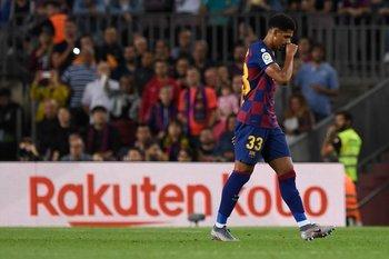 Araújo se fue expulsado en su debut en Barcelona