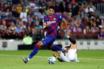 Ronald Araújo, debut y roja en FC Barcelona