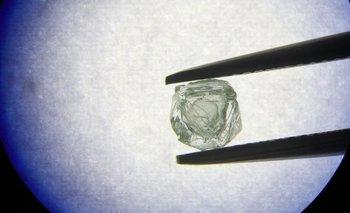 Se estima que la inusual piedra preciosa tiene unos 800 años de antigüedad.