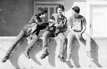La foto de los protagonistas en el murito, un ícono del cine uruguayo
