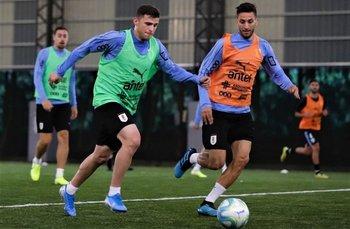 Gio González se prueba la camiseta de titular en la selección y entrenó este miércoles con Bentancur