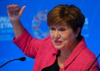 Kristalina Georgieva, de nacionalidad búlgara y economista de formación, es la directora gerenta del FMI