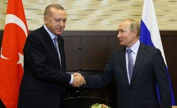 Vladímir Putin y Recep Tayyip Erdogan se reunieron este martes en Sochi, horas antes de que expire la tregua de Turquía, acordada con EE.UU., en la operación militar contra los kurdos.