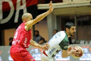 Horacio Marotta marcando a García Morales