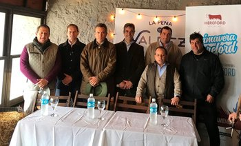 El lanzamiento del remate de la 1a Expo Vientres Hereford fue desarrollado en el stand La Peña de Valdez en la Expo Prado
