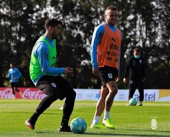 Luis Suárez y Jonathan Rodríguez en un entrenamiento en el Complejo Celeste