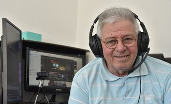 """El abuelo """"gamer"""" tiene 70 años."""