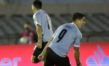 Suárez en el momento que frena su carrera en el festejo tras el 2-1