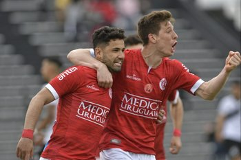 Vega y Romero, gol de Rentistas