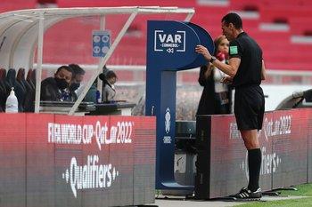 La aplicación del VAR en el fútbol uruguayo deberá esperar al menos una fecha más