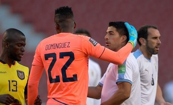 Alexander Domínguez ante Uruguay en las actuales Eliminatorias