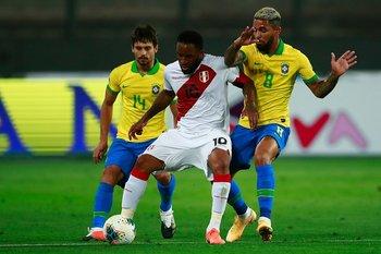 Rodrigo Caio, Jefferson Farfán y Douglas Luiz